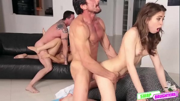 Horny babe Riley Reid wants it in her pussy Thumb