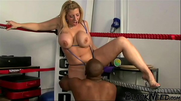 Blonde Amateur Getting Deepthroated Inside Of T...