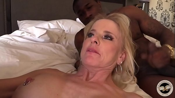 Mature MILF creampied by BBC Thumb