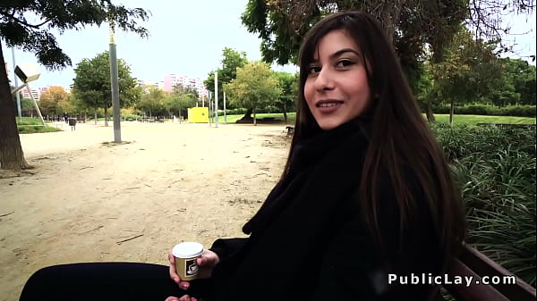 Romanca superba face anal in public