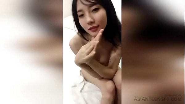 Amateur CHINESE MODEL is posing naked in bed fo...