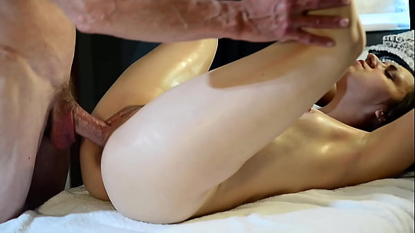 Queen Mona's Sexual Fantasy About Her Hot Massage Therapist Came True Thumb