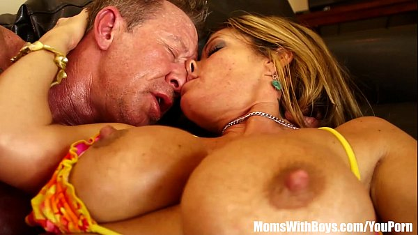 Kristal Summers' Big Tits Gets Oiled-up And Fucked