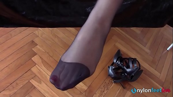 Princess Eden orders to lick her shoes and jerkoff for her Thumb