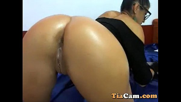 Amateur cam girl rides and fucks her dildo on webcam Thumb