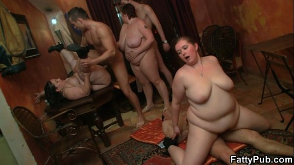 Fat girl enjoys two cock from both ends
