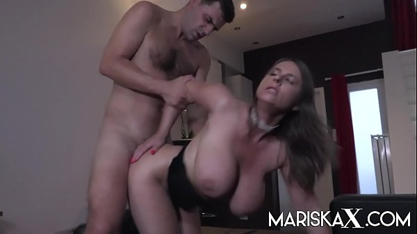 MARISKAX Sexy Susi uses her huge boobs to her advantage