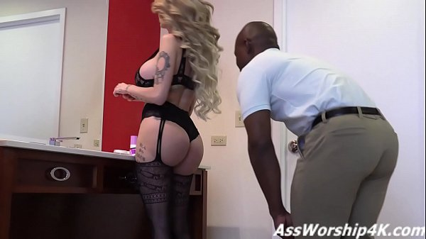 Mistress Joslyn James dominates with her ass