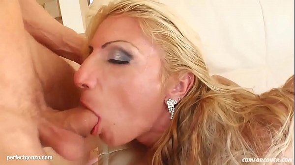 Gia Orgy gives many blowjobs for a group to receive bukkake end
