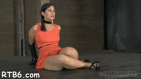 Lusty collaring for pleasing playgirl