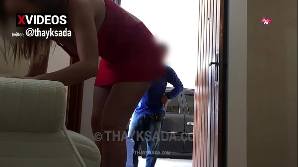 Hot wife receiving the delivery boy just in a sweater and no panties