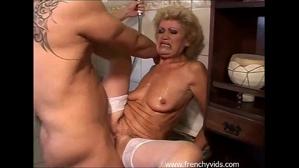 Old slut fucks with a young guy Thumb