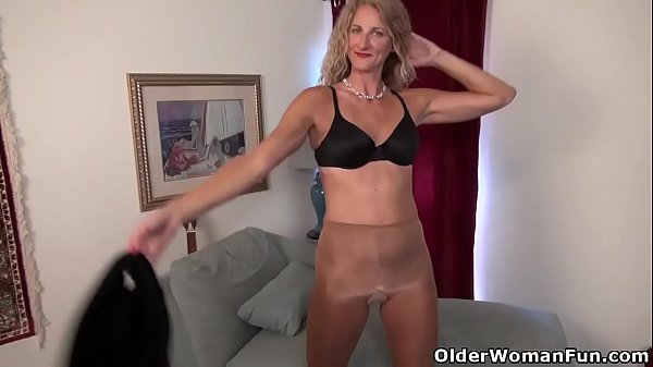 American milf Jacqueline plays with her nyloned pussy Thumb