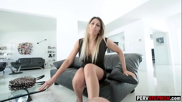 Horny MILF stepmom know what she wants from a s...
