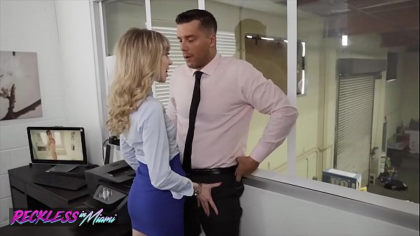 Sexy (Mackenzie Moss) Calls The Repair Guy To Fix Her Pc Problem - Reckless In Miami