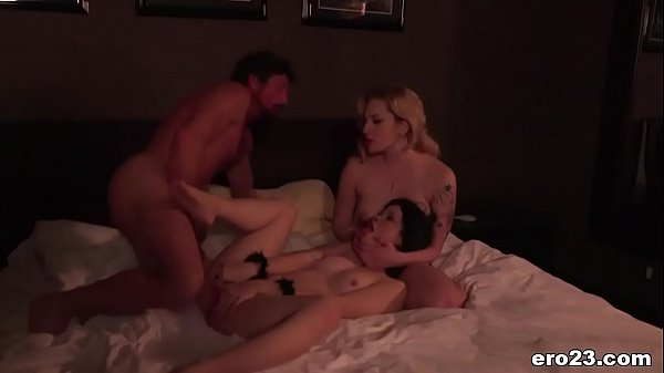 Bailey Blue surprises Tommy Gunn with Yhivi - EroticaX