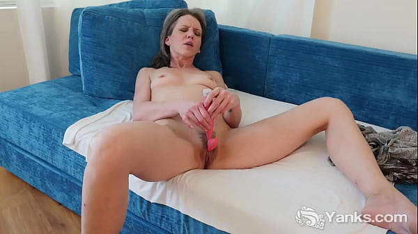 Yanks Kinky MILF Micah Reed Cums with her Rabbit Vibe Thumb
