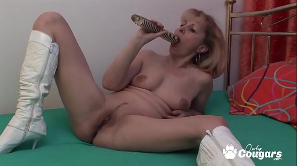 Granny In Fuck Me Boots Plays With Her Old Beaver