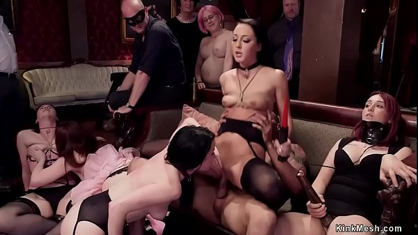 Slaves submits to crowd in brunch party