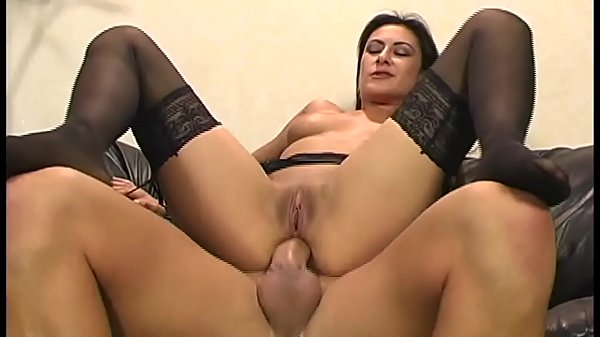 Alaura Eden is a pornstar who has anal sex without limits
