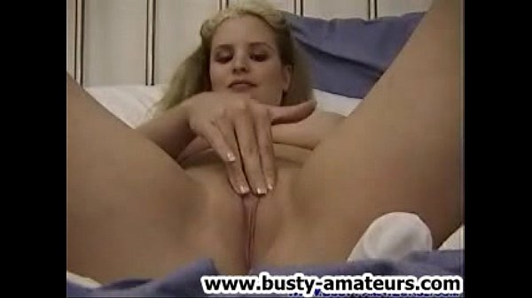 Mariah playing her tits and toying act