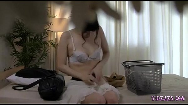 Asian girl loves to be fingered by her masseur