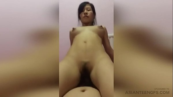 (HOMEMADE) Horny Chinese MILF rides the cock of...