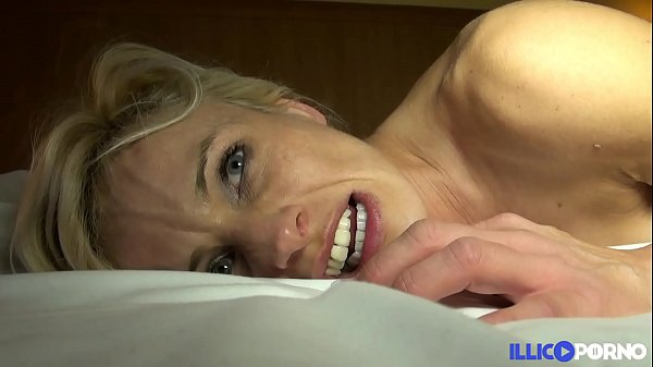 Cougar sexy veut se faire démonter [Full Video] Thumb