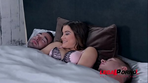 Must-see brunette Evelina Darling gets her asshole fucked balls deep by two GP672
