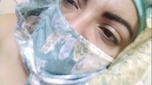 Real Arab Muslim Mom Masturbates Her Pussy To E...