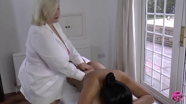 LACEYSTARR - Lesbian Massage with Amyka Lee
