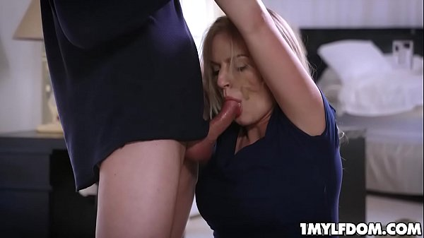 Hot sexy Milf Rachael Cavalli sucking a huge man meat as she slobbers all over it Thumb