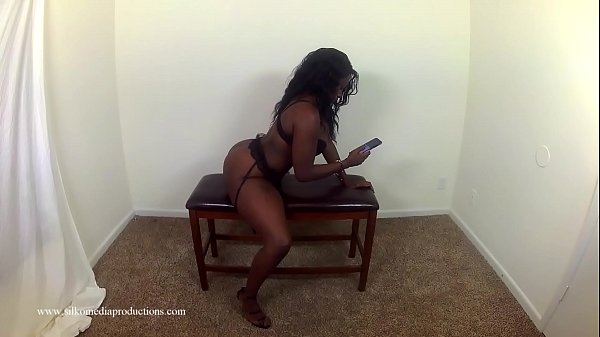 Chocolate Ty Working That Booty On Her Cell Phone