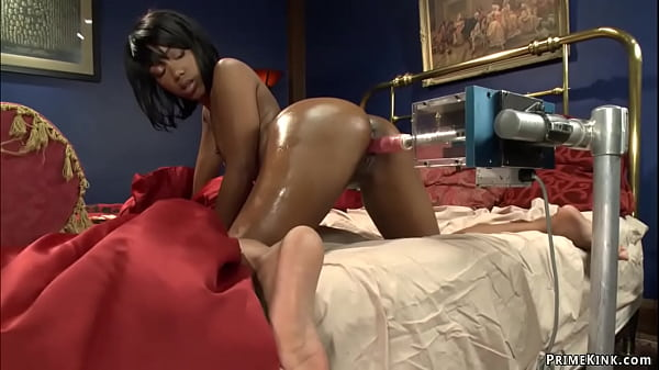 Solo ebony fucking machines in bed