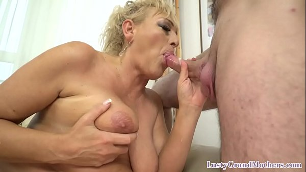 Curvy granny gets pussyfucked and facialized