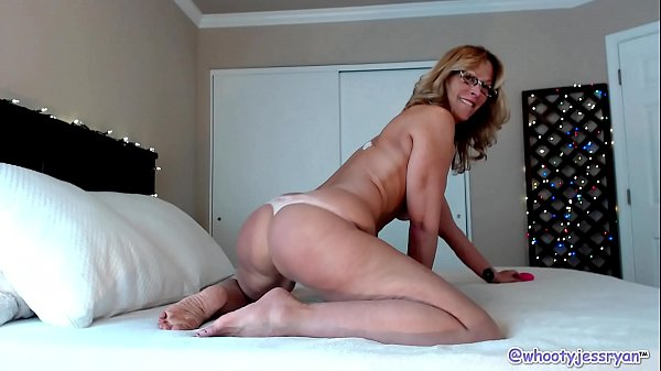 Hot Milf JessRyan Camgirl Big Ass Shaking Mom Thumb