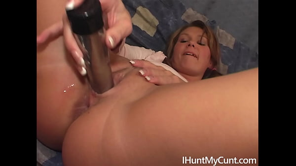 Hot MILF Petra wanks her pussy after work