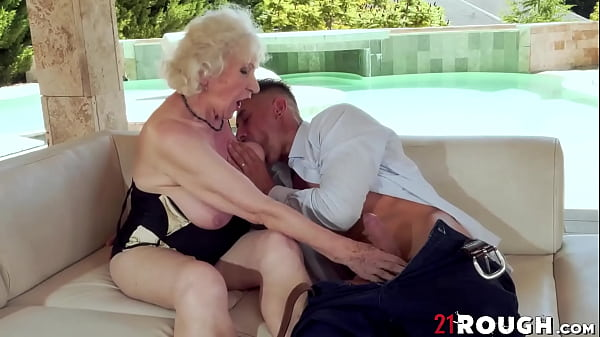 Mature hottie Norma B fucked hardcore missionary after BJ