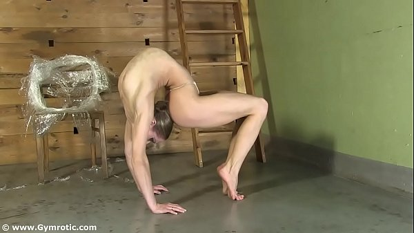 Contortionist Tanya Ties Herself Up