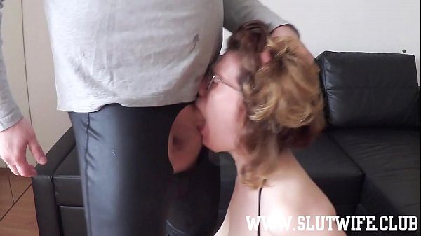 Amateur slut gets a rough sloppy facefuck and spit on her face during this gagging deepthroat session