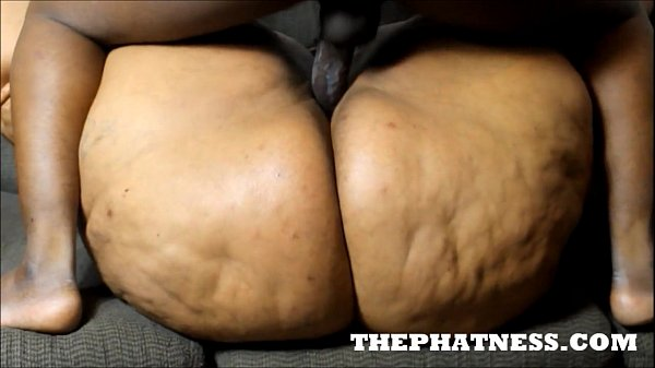 THEPHATNESS.COM JUICY BOMSHELL COUCH FUCK