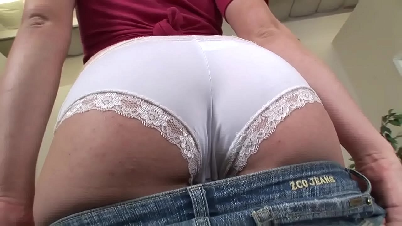 Bailey fucks her m.'s mate the mature cock brings the slut into her