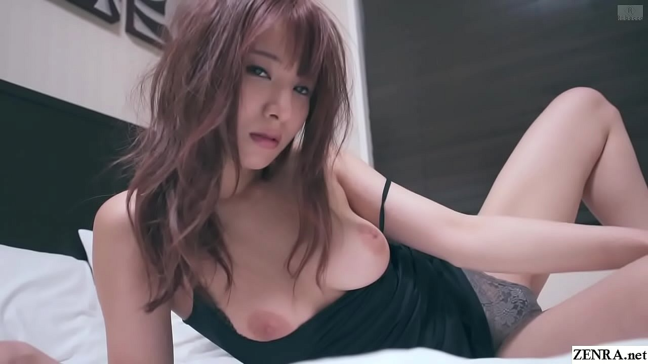 Mion Sonoda – JAV babe gives Striptease in bed