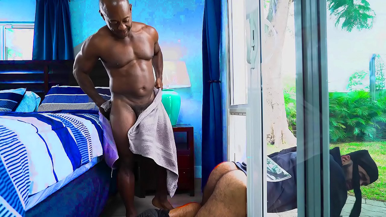 Gay house invador gets fucked Thief Got Stuck In The Window While Escaping Gay Porn Xvideos Com