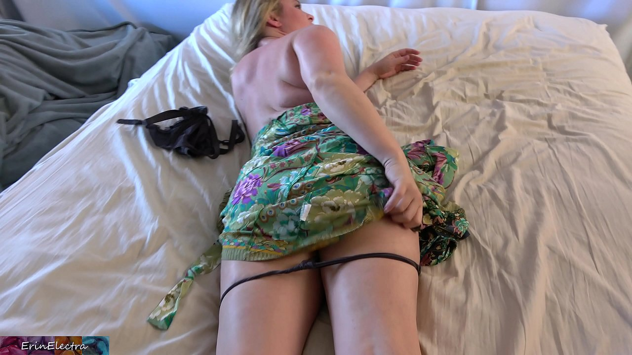 Stepmom Fucks Stepson Creampie