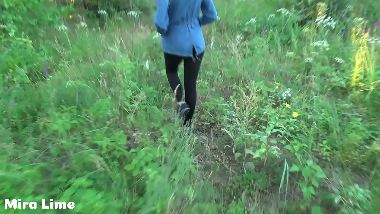 Daddy and stepdaughter fucks in the forest while mommy does not see