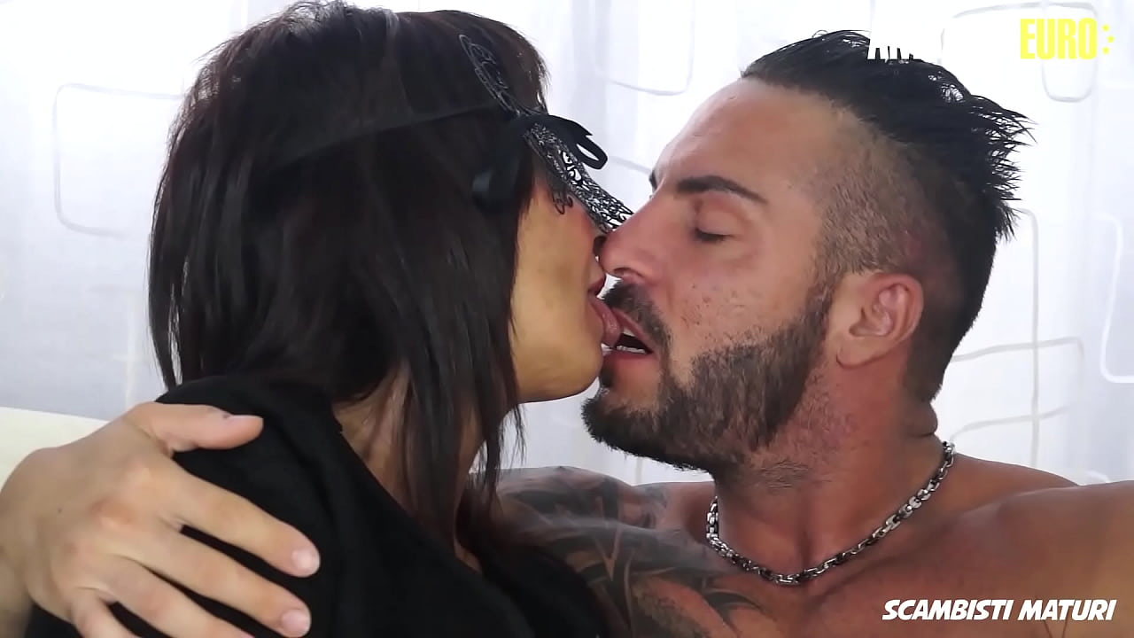 AMATEUR EURO - (Deva Nobili & Julius) Italian Masked Cougar Tries Anal With A Young Stud