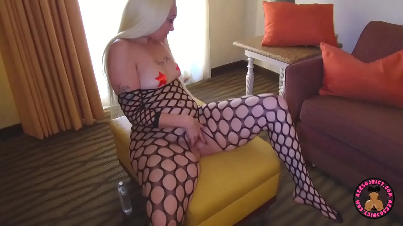 Alexis Andrew's bounces that phat juicy ass on 11 inch BBC