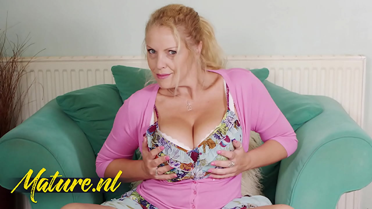 Mature milf huge natural tits Horny British Milf Loves Playing With Her Huge Natural Tits Xvideos Com