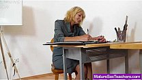Mommy teacher playing p...